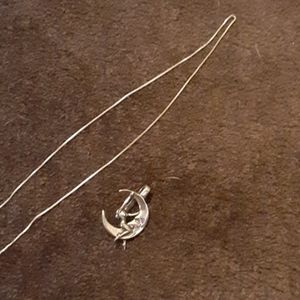 Silver chain an pendent
